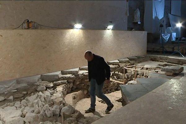 Chantier de fouilles archéologiques dans la cathédrale de Senez