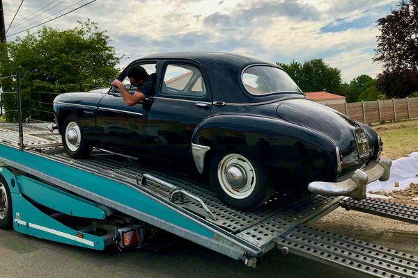 La Frégate Renault de Hervé Moinel quitte Bouaye pour Paris avec 41 autos populaires des années 1950 à 70