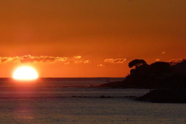 Illustration - Un coucher de soleil dans le golfe d'Ajaccio (Corse du Sud)