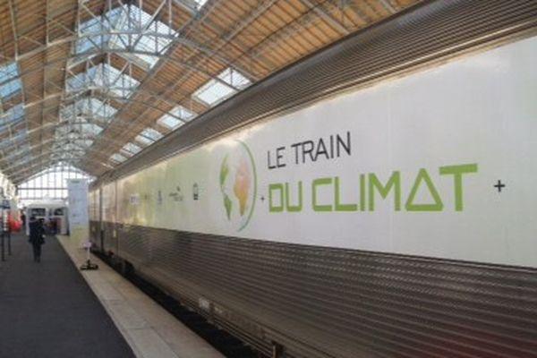 Le Train du climat en gare de La Rochelle.