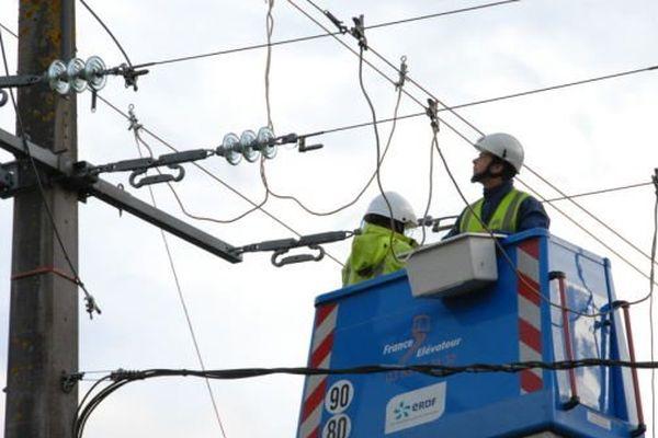 ERDF se mobilise pour rétablir l'électricité en Picardie après la tempête Dirk