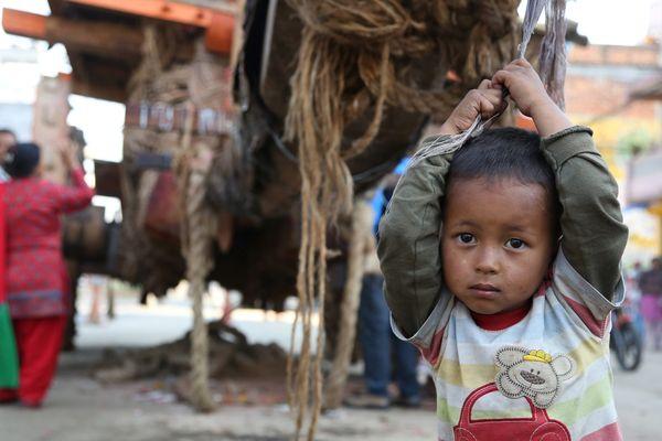 Il faut aider les rescapés et reconstruire les écoles