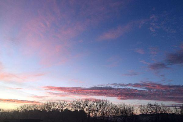 Les éclaircies matinales s'amenuiseront face à des nuages plus nombreux au fil des heures...