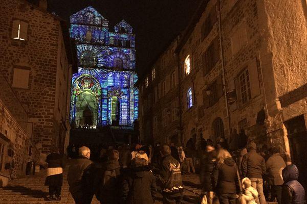 Jusqu'au 31 décembre, certains bâtiments historiques du Puy-en-Velay s'illumineront la nuit.