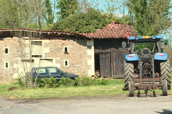 Le hameau du Breuil, sur la commune de Vitrac-Saint-Vincent (Charente) compte une quarantaine d'habitants.
