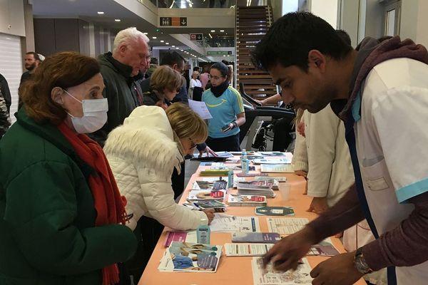 04-02-2019 - Action de sensibilisation à Hôpital Européen de Marseille, à l'occasion de la journée mondiale de lutte contre le cancer.