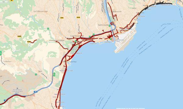Les routes sont complètement saturées entre Antibes et Nice, la Prom bloquée.