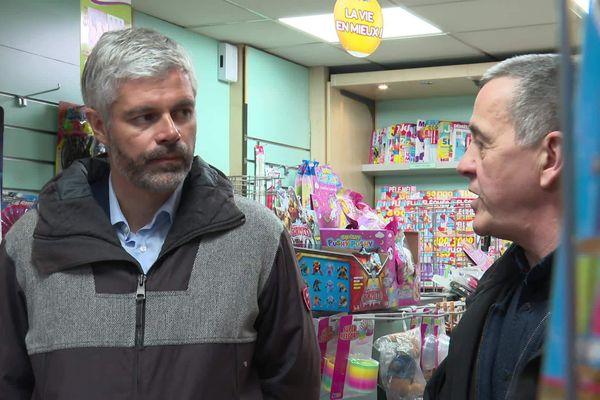 Laurent Wauquiez s'est rendu, mardi 10 mars, à La Balme-de-Sillingy pour présenter son plan de soutien aux commerçants en marge de la crise du coronavirus.