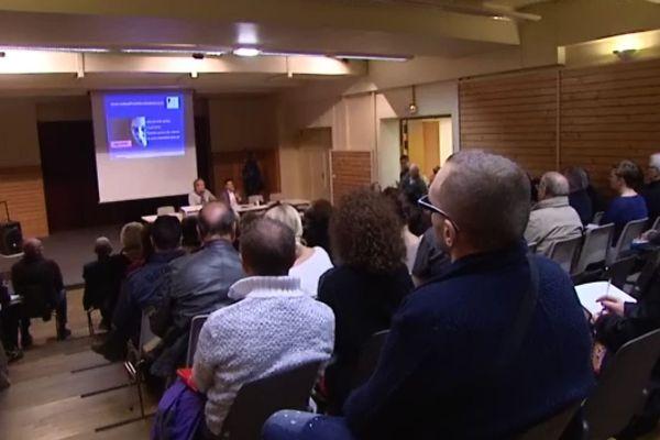 Le collectif Dentexia tenait sa première réunion publique le 16 avril 2016 (archives)
