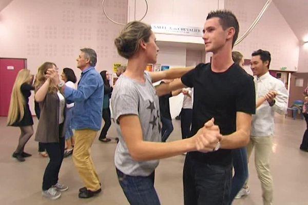 La danse sportive comprend des danses aussi variées que le rock, la rumba ou le tango