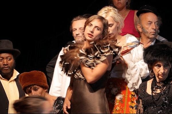 """La troupe de L'Agit dans """"Les Ogres"""""""