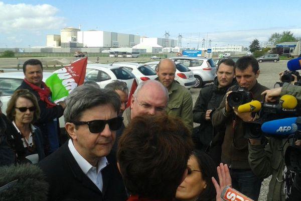 Jean-Luc Mélenchon devant la centrale du blayais, le 08 avril 2014