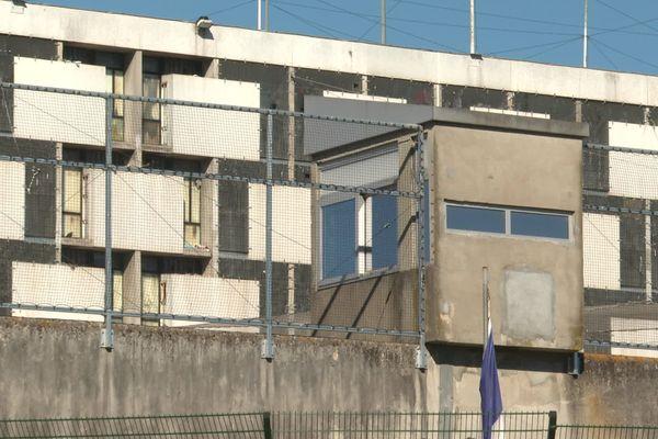 Deux détenus ont été dépistés positifs au coronavirus une dizaine de jours après leur entrée dans l'établissement