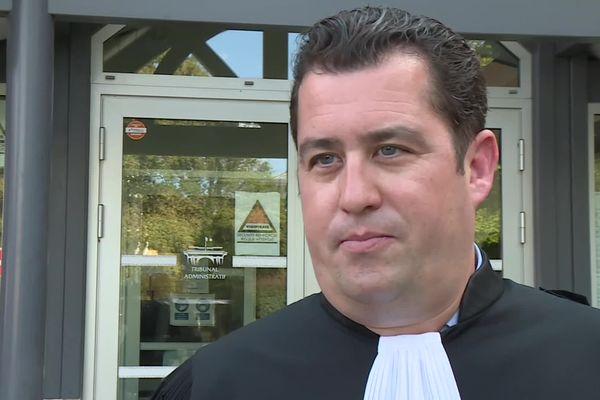 Maître Yoann Sibille au tribunal administratif de Pau ce lundi matin 6 septembre 2021 pour dénoncer l'illégalité de l'arrêté préfectoral des Landes maintenant la présentation du pass sanitaire dans le centre commercial le Grand Moun près de Mont-de-Marsan.