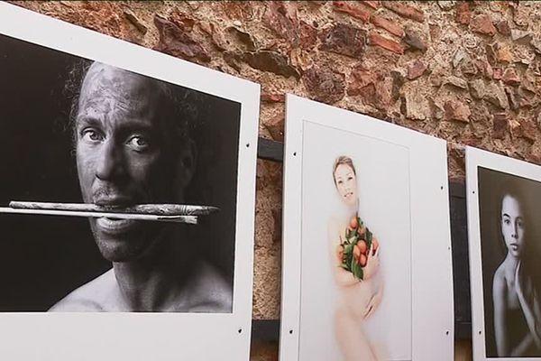 Plus de 1000 portraits sont visibles à Bourbon-Lancy (Saône-et-Loire), pour la 8e édition de l'été des portraits.