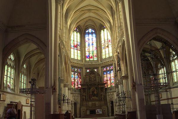 Les vitraux du XVIe et XXe sont remarquables