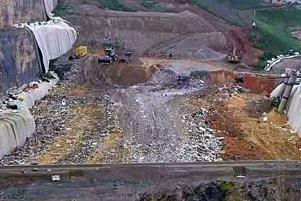Castries (Hérault) - la décharge et les cuves de stockage des déchets - 29 janvier 2016.