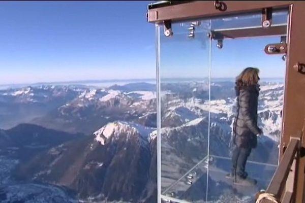 Grâce au savoir-faire Haut-Marnais les visiteurs de l'Aiguille du Midi peuvent maintenant défier le vide