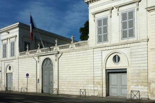 La Rochelle - la préfecture - archives
