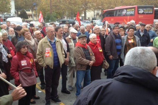 Une centaine de personnes se sont mobilisées ce samedi à Quillan pour défendre la gare.