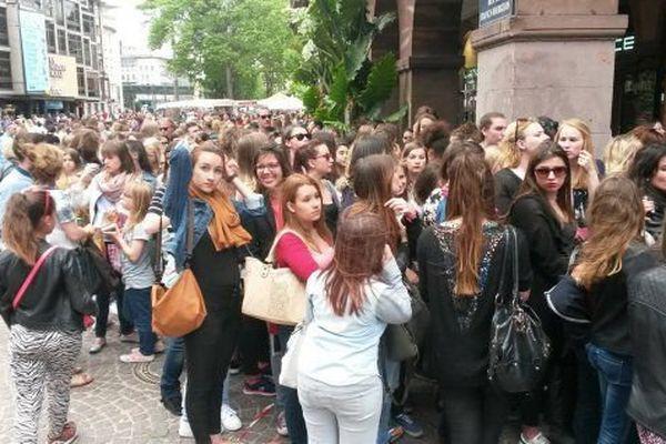 Des centaines de fans ont fait la queue pour rencontrer EnjoyPhoenix.
