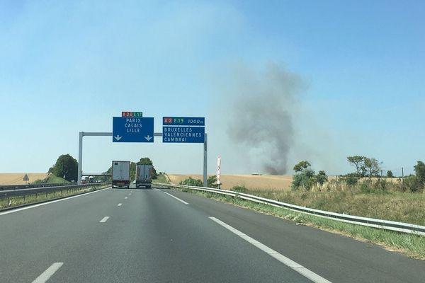 L'incendie s'est déclaré dans un champ à Anneux, près de Cambrai.