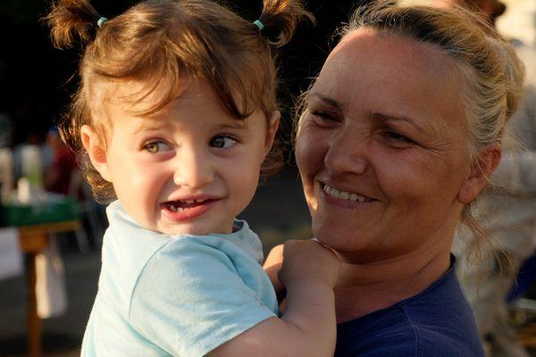 Rudina, albanaise, vit de squat en squat avec son mari Puja et ses trois enfants.