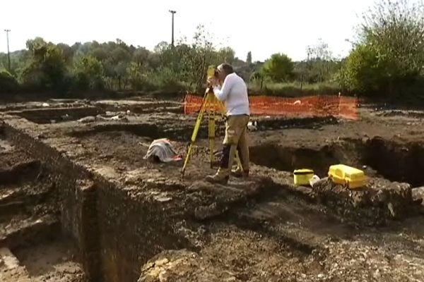 Le site archéologique d'Entrains-sur-Nohain était soupçonné d'abriter de nombreux vestiges en 2013, mais depuis Septembre 2014, les équipes de l'INRAP vont de découverte en découverte