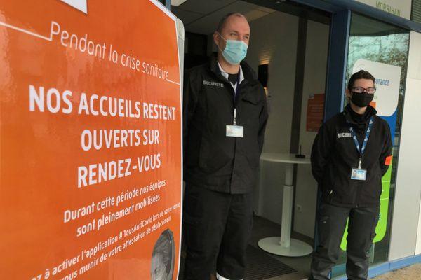 A l'entrée de l'agence de la CPAM de Lorient, la sécurité est renforcée à cause de trop nombreuses incivilités