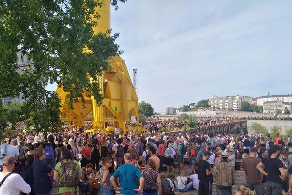 Plusieurs centaines de personnes se sont rassemblées ce samedi matin pour rendre hommage à Steve Maia Caniço.