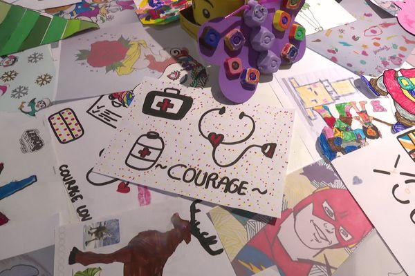 Les dessins sont récoltés par le magasin Ludomania à Abbeville puis envoyés au CHU d'Amiens