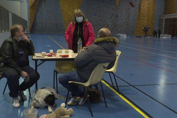 06.04.2021. Incendie d'Auriol (Bouches-du-Rhône), des habitants ont été évacués pour la nuit dans un gymnase.