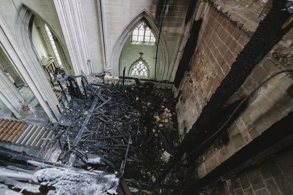 Les débris de l'incendie seront extraits de la cathédrale à partir du début du mois de janvier.
