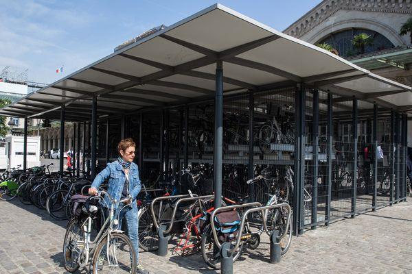 Un abri Véligo, gare de l'Est à Paris (illustration).