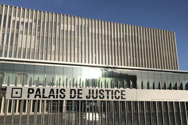 Le palais de justice de Caen situé au 11 rue Dumont d'Urville.
