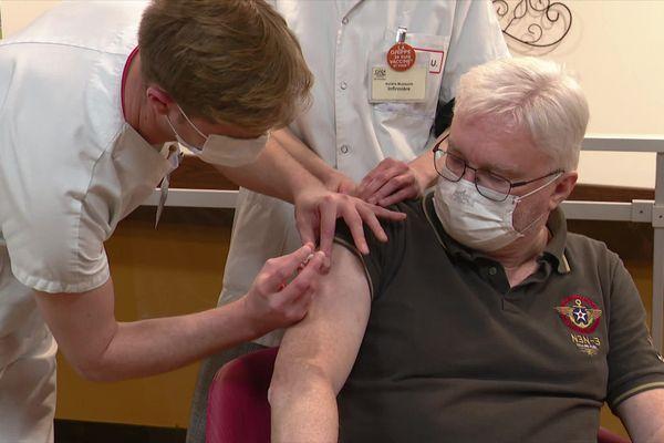 Le dépistage n'est pas ouvert aux personnes de plus de 65 ans.