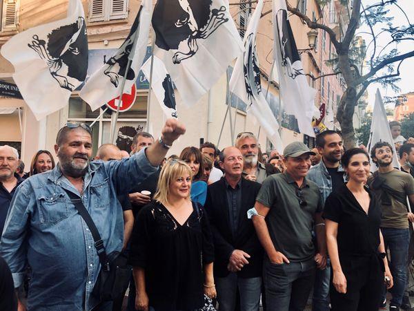 Paul-Félix Benedetti, tête de liste mais discret, toujours, même sur les photos de campagne.