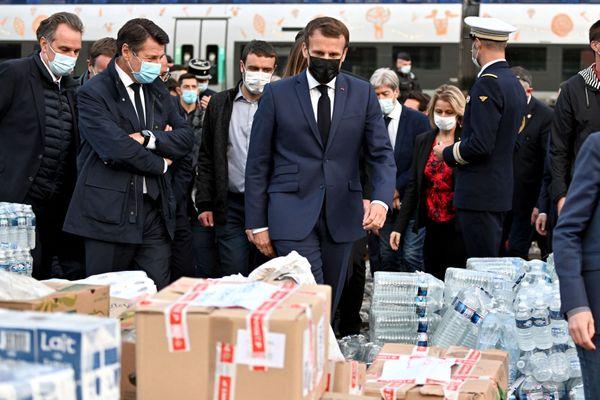 Le président Emmanuel Macron, à la rencontre des habitants de Breil-sur-Roya le 7 octobre 2020, après le passage de la tempête Alex.