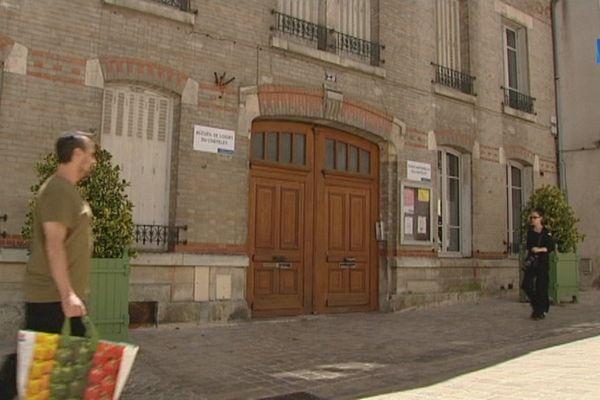 Une fillette de 3 ans 1/2 a passé la nuit de mercredi à jeudi toute seule, enfermée dans le centre aéré du quartier Châtelet à Orléans. Elle a été retrouvée au petit matin par une femme de ménage.