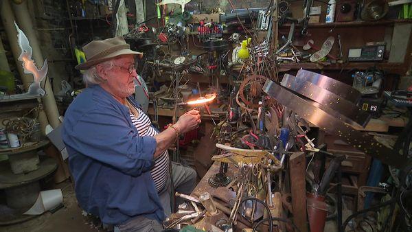 Jacky Marquet dans son atelier à Lille.