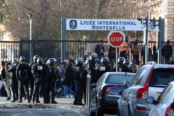 Les élèves bloquent le lycée Montebello de Lille depuis lundi.
