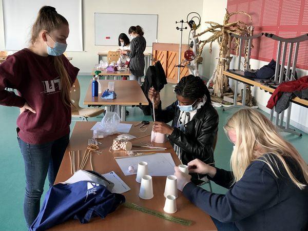 Le programme s'appuie sur la relation collégiens-étudiants via des projets technologiques ou culturels. Les ateliers sont variés et ludiques.