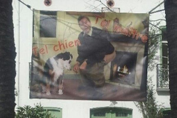 La photo un brin provocatrice est accrochée sur la façade de cet habitant de Perpignan