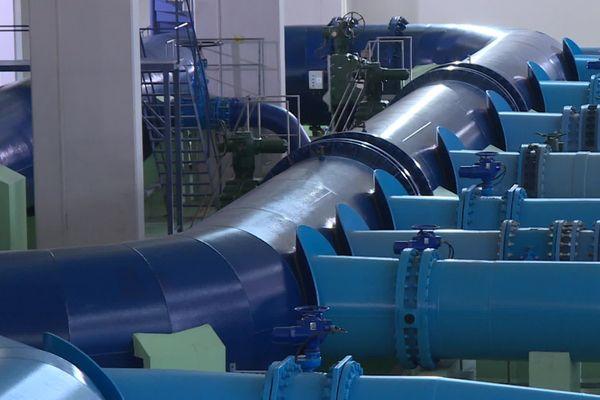 Le président de la métropole du Grand Lyon Bruno Bernard a participé à la visite l'usine des eaux de Croix-Luizet