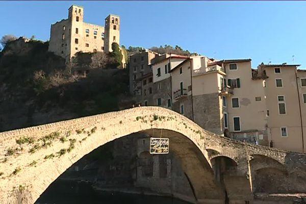 Le petit village italien a été rendu célèbre par Claude Monet.