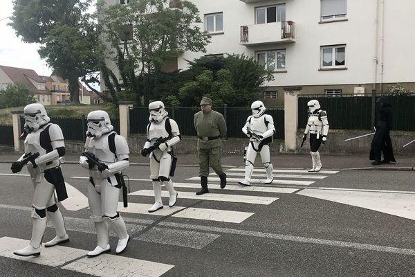 En Alsace, les stormtroopers traversent au passage piéton