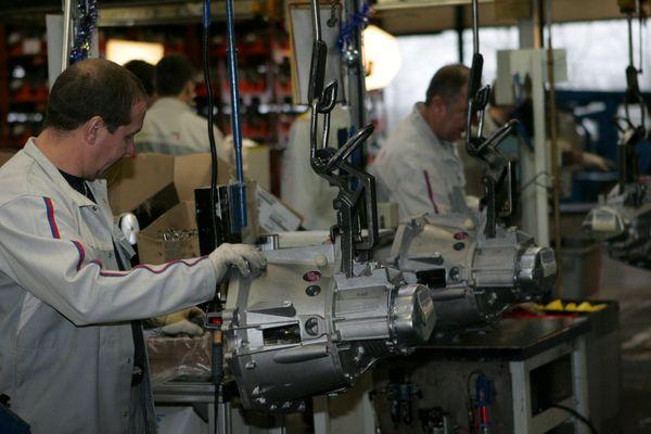 Les ouvriers de l'usine PSA-UMV de Valenciennes ne produiront pas la boîte de vitesse automatique nouvelle génération.