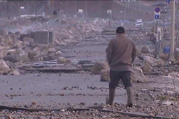 La digue de Criel sur Mer détruite par les vagues