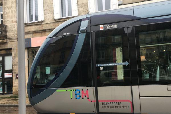 Le Tram D lors des essais rue Fondaudège à Bordeaux - Ouverture de la ligne le samedi 14 décembre 2019 -