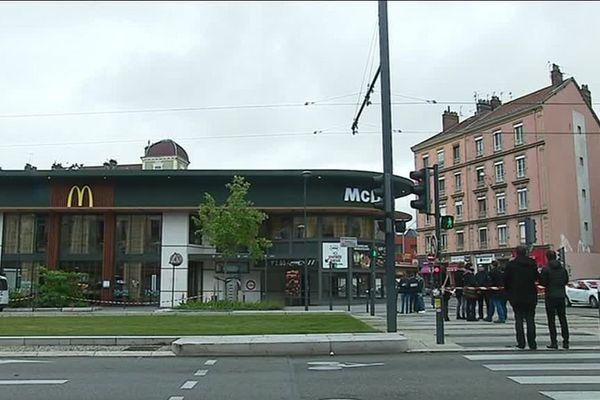 L'incendie s'est produit à 11 h 30 jeudi 27 avril au McDonald's de l'Aigle à Grenoble.  Il n'y a pas eu de blessé.